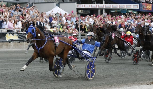 Dreammoko chasing Yonkers International and father's glory - Harness